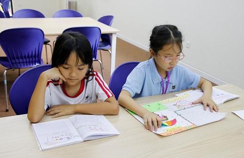 học sinh đọc sách