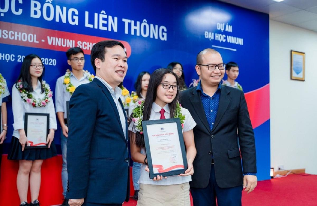 (HN) 23 học sinh xuất sắc được trao Học bổng Liên thông Vinschool – VinUni