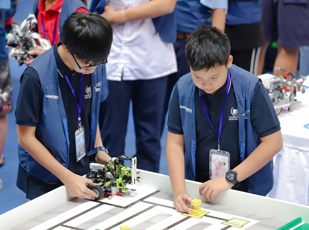 CLB STEM ROBOTICS – ĐIỀU KHIỂN ROBOT