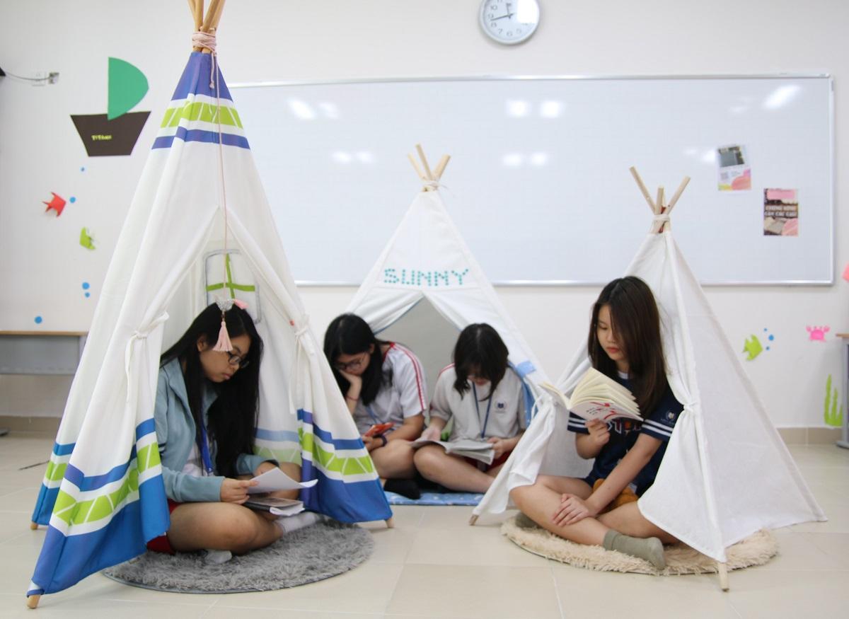"""Phòng đọc sách """"cực chất"""" của câu lạc bộ mê đọc sách"""