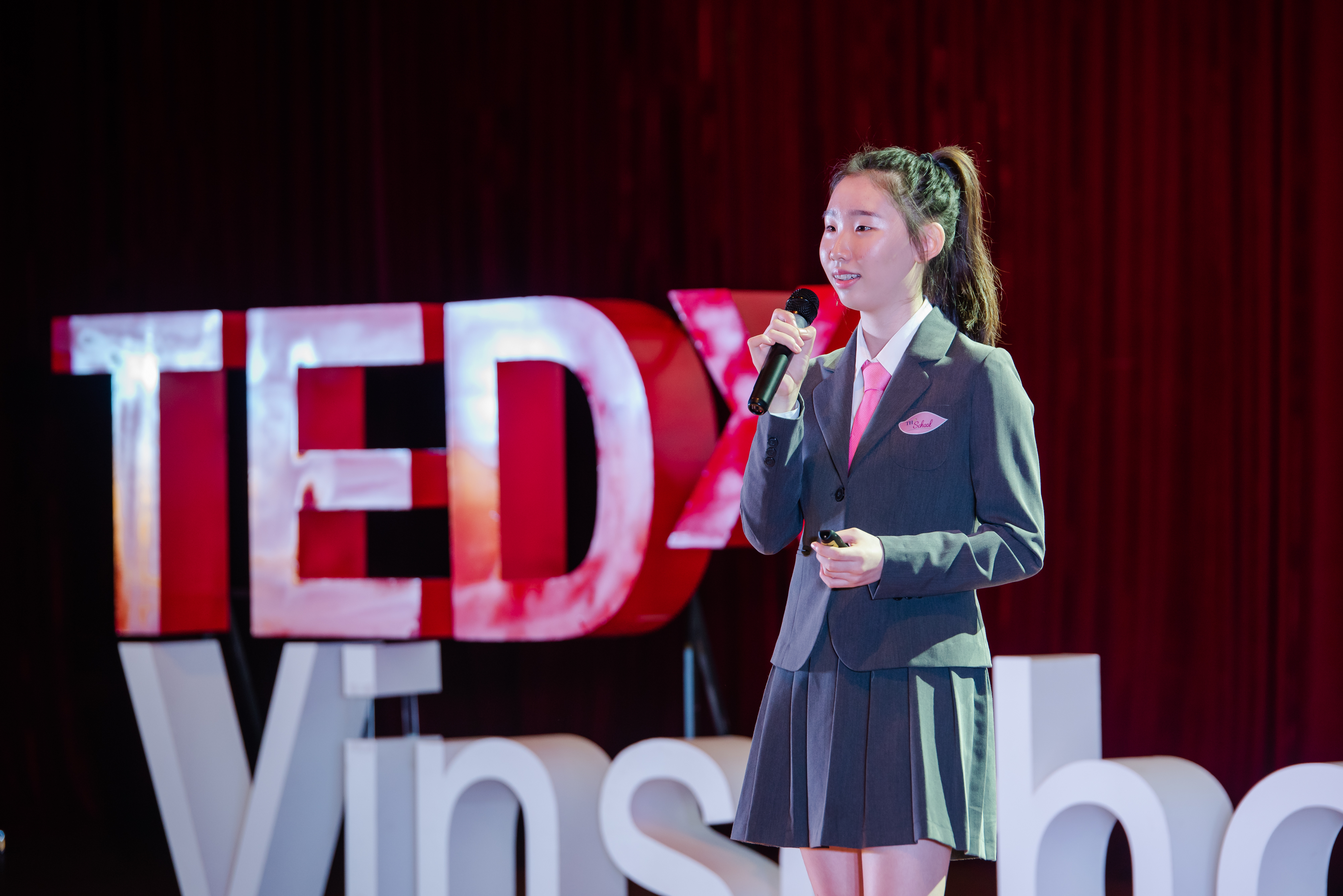 Leaders with Blinders on   Hyewon Kang   TEDxVinschoolHanoi