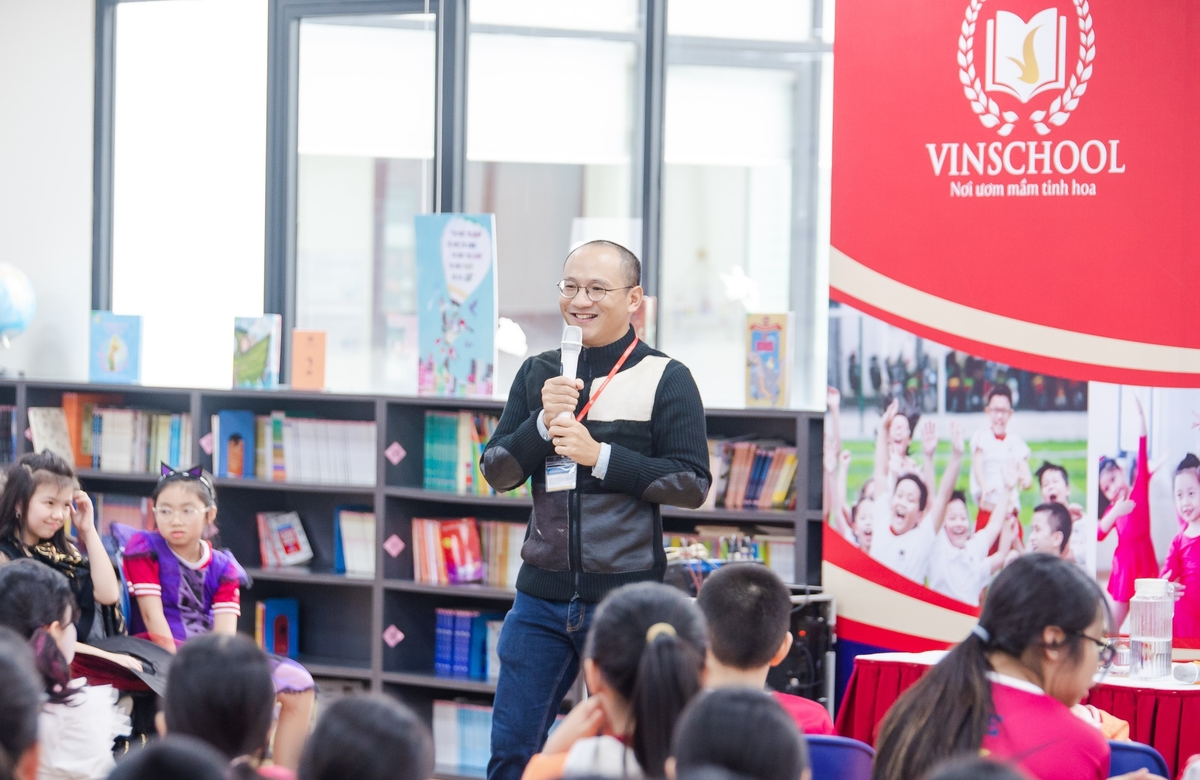 Journalist Phan Đăng shared tips for parents to help children cultivate a consistent reading habit