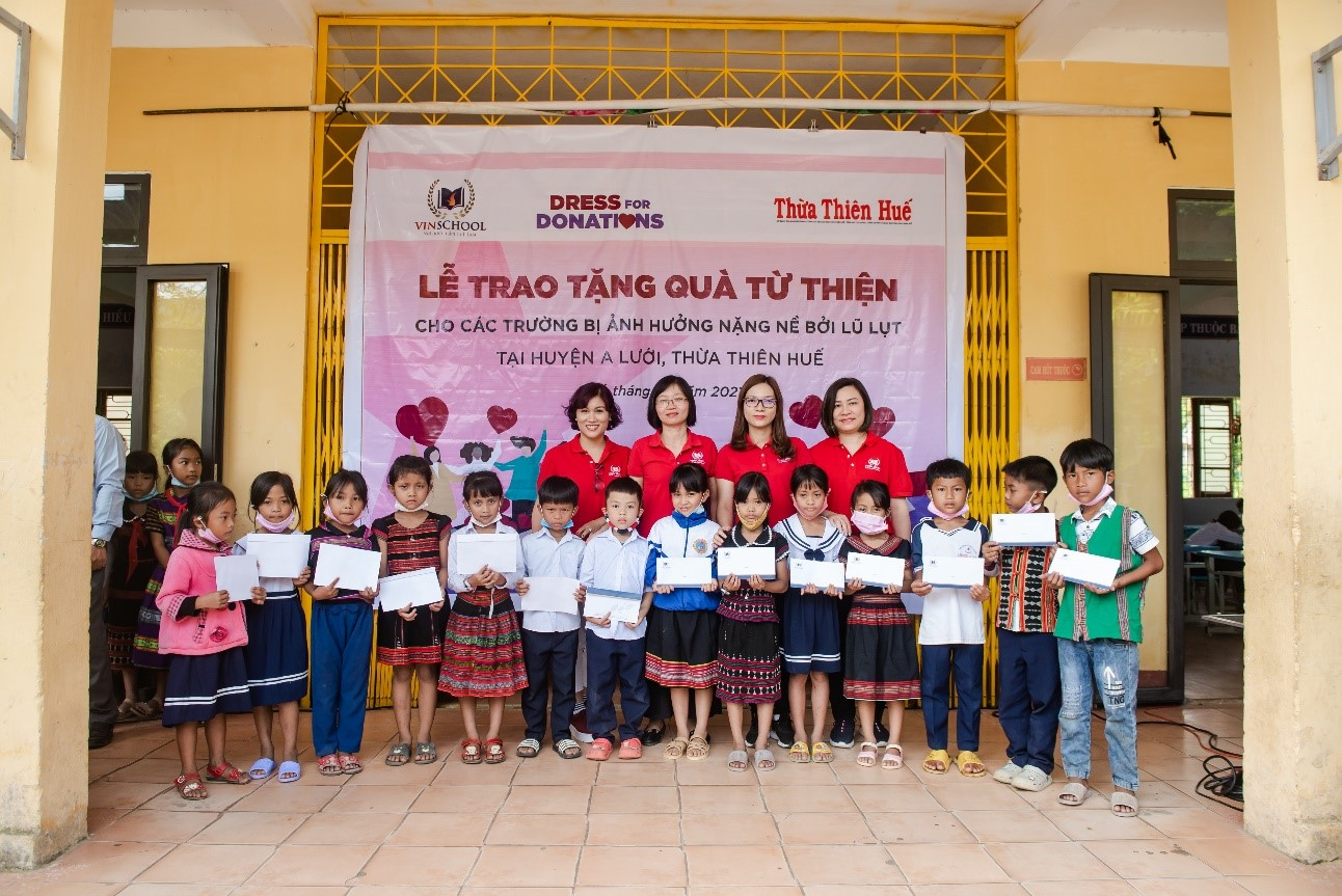 Vinschool presents vnd3.4 billion to 30 flood-affected schools in the central region